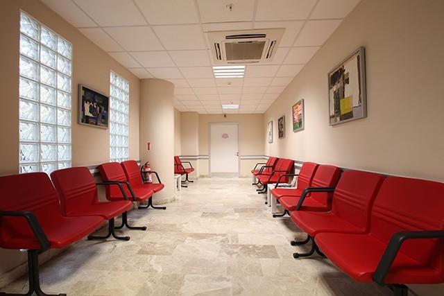 fizik tedavi ve rehabilitasyon bekleme salonu