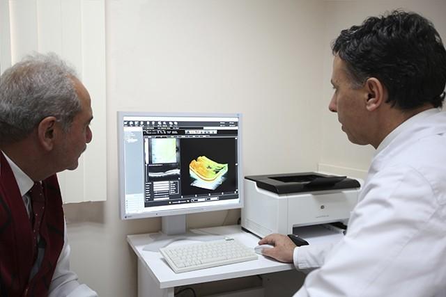göz doktoru ve hasta